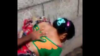 50 रूपये में आंटी ने गली में चुदवाया