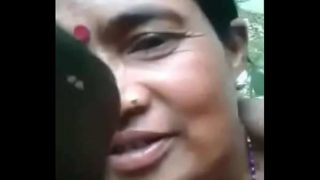 जंगल में आदिवासी आंटी की चुदाई