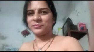 सेक्सी इंडियन आंटी की नंगी चूत
