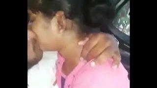 मराठी लड़की ने कार में चूसा