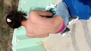 सेल्स गर्ल को चोदा छत पर