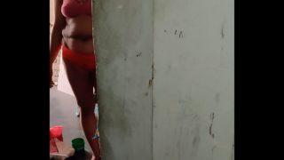 कामवाली का ब्रा पेंटी वाला वीडियो बनाया