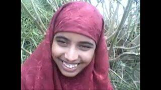 न्यूड बांगला एमएमएस – लड़की ने जंगल में चूत दिखाई