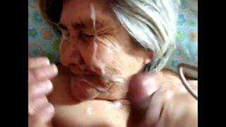 75 साल की दादी ने लंड चूस के वीर्य लिया चहरे पर