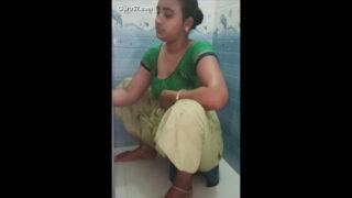 देसी वाइफ के चूची वाले वीडियो
