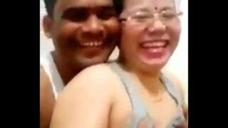 नेपाली आंटी की चूची दबाई बिहारी अंकल ने