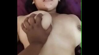 जवान लड़की की चूचियां दबा के चुदाई की