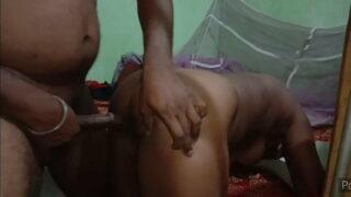 देसी सारु पिला के चाची की काली चूत चोदी
